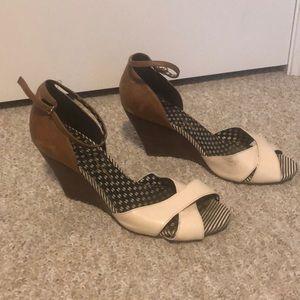 Jessica Simpson beige wood wedge sandals size 9.5